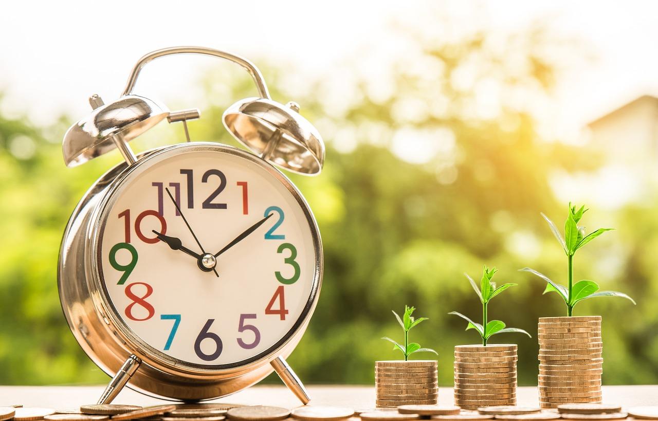 サラリーマンの平均昇給額は3,500円…貴重な時間は残業じゃなくサイドビジネスに使うべき